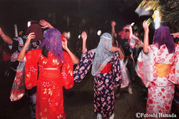 9・10月 ~仮装して踊るムチムレ(餅もらい)踊り(湯湾釜/大和村)~